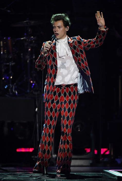Harry Styles Wears Best Outfit Ever, Is Man of Dreams